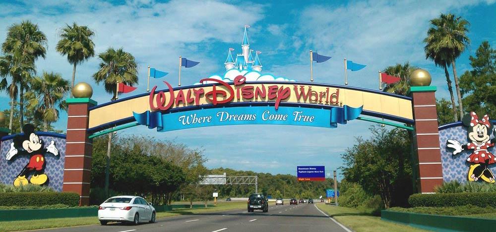 Walt Disney World sign Florida getaways with kids