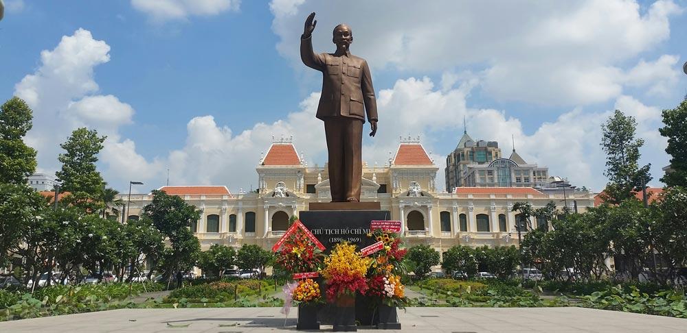 Ho Chi Minh City Statue 3 weeks in Vietnam